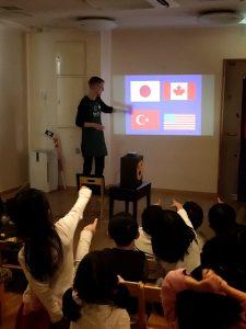 カナダの国旗、これかな? 違う、右上の!